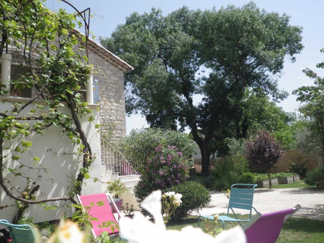 Sous le Frêne – Salon de Jardin